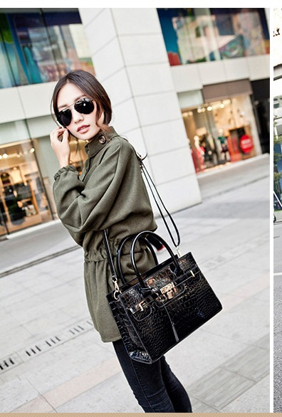 B9318 IDR.198.000 MATERIAL PU SIZE L30XH21XW12CM WEIGHT 900GR COLOR BLACK