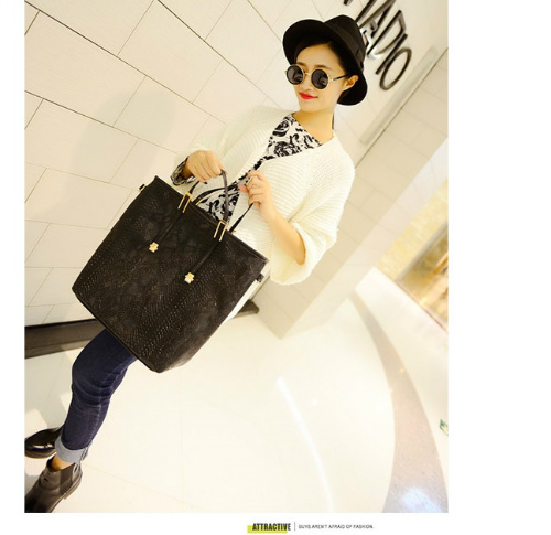 B954 IDR.180.000 MATERIAL PU SIZE L32-28XH35XW13CM WEIGHT 750GR COLOR BLACK
