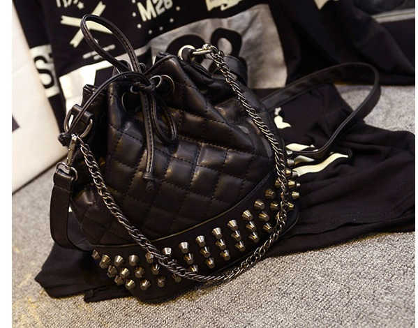 B969 IDR.178.000 MATERIAL PU SIZE L21XH25XW15CM WEIGHT 600GR COLOR BLACK