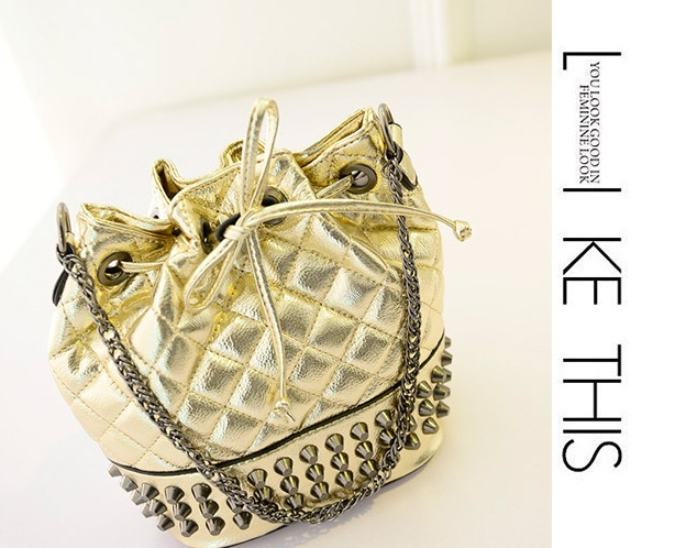 B969 IDR.178.000 MATERIAL PU SIZE L21XH25XW15CM WEIGHT 600GR COLOR GOLD