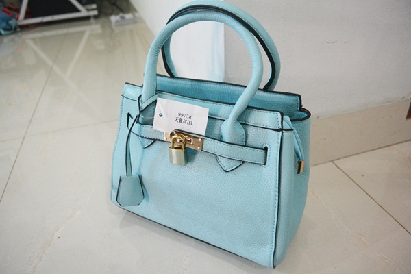 B9975 IDR.218.000 MATERIAL PU SIZE L25XH21XW11CM WEIGHT 800GR COLOR BLUE.jpg