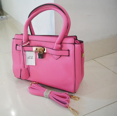 B9975 IDR.218.000 MATERIAL PU SIZE L25XH21XW11CM WEIGHT 800GR COLOR ROSE.jpg