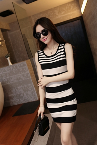 D13812 IDR.112.000 MATERIAL KNITTING-LENGTH80CM,BUST76-95CM WEIGHT 250GR COLOR ASPHOTO.jpg